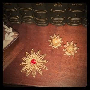 Jewelry - Vintage Cathé flower pin and earrings